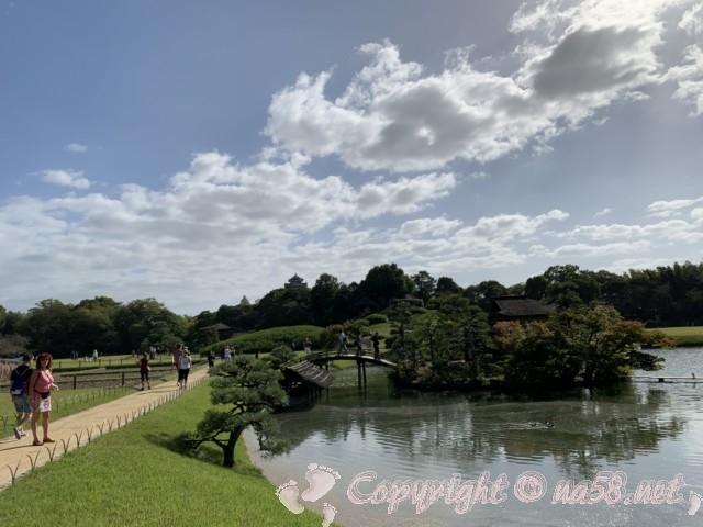 岡山後楽園(岡山県岡山市)の園内の風景、一番大きな池沢の池