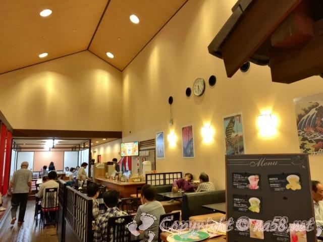 天然温泉湯庵(兵庫県三木市)の食事処、椅子席座席