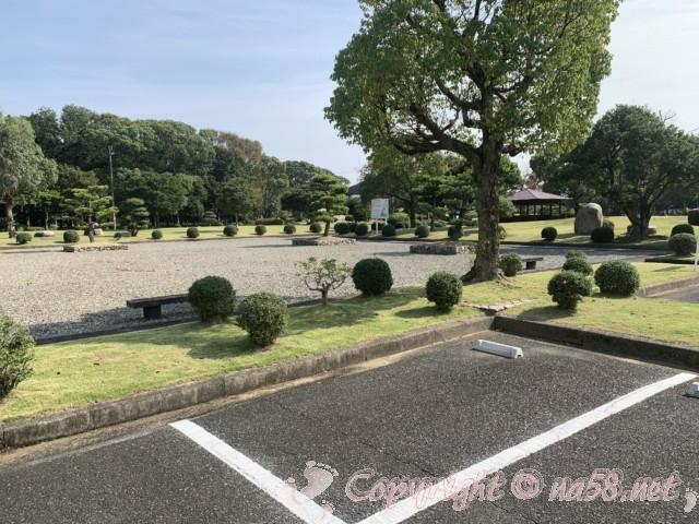 弥富野鳥園(愛知県弥富市)の駐車場と庭
