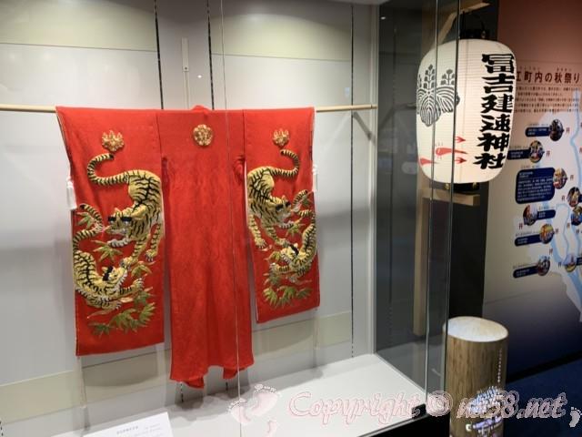 愛知県蟹江町の蟹江観光交流センター祭人の二階須成祭ミュージアムにて稚児の衣装