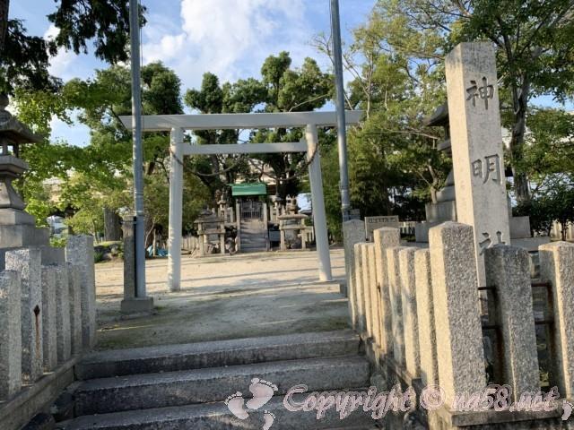 愛知県蟹江町の蟹江観光交流センターへは、神明社の隣の駐車場から(写真は神明社)