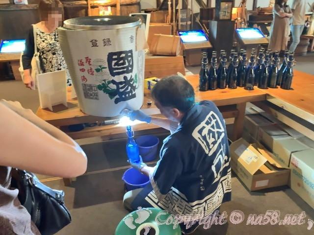 「酒の文化館」(愛知県半田市)、利き酒(試飲)今年の新酒のしぼりたて