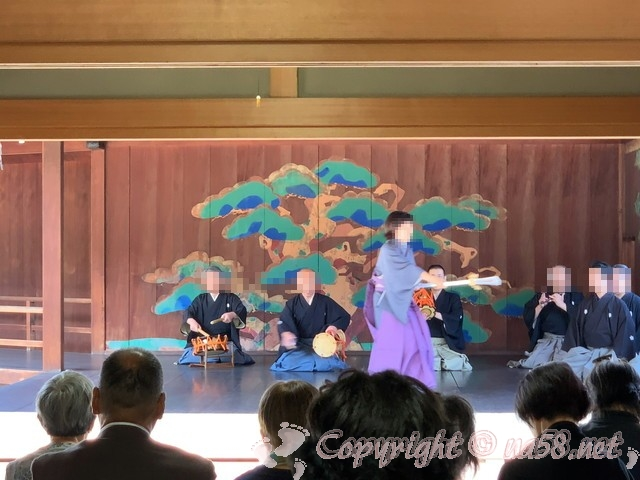 岡山後楽園(岡山県岡山市)の能舞台「栄唱の間」にて上演