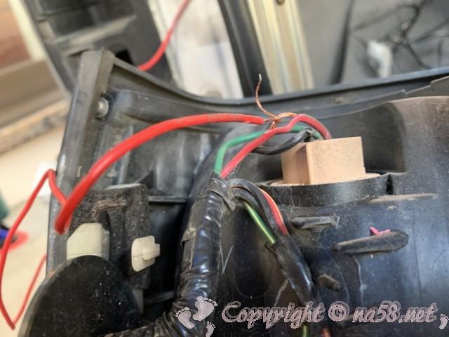 テイルランプの赤い配線と接合