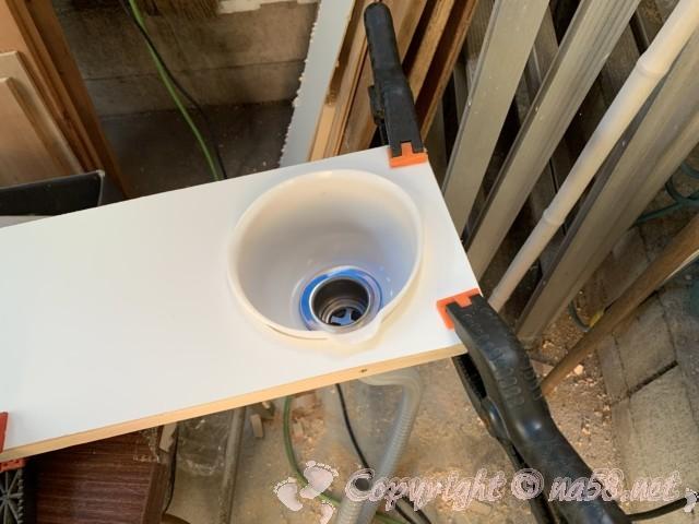 折り畳み式テーブルに排水受けを設定