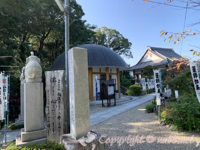 津島神社の境内にある「宝珠院」、入り口のところに弘法様のお寺と