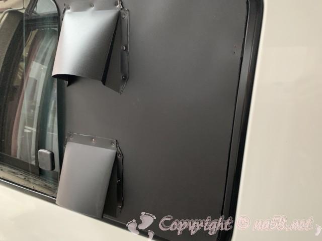 車中泊用の換気扇USBファンで自作・右側窓の外側です。
