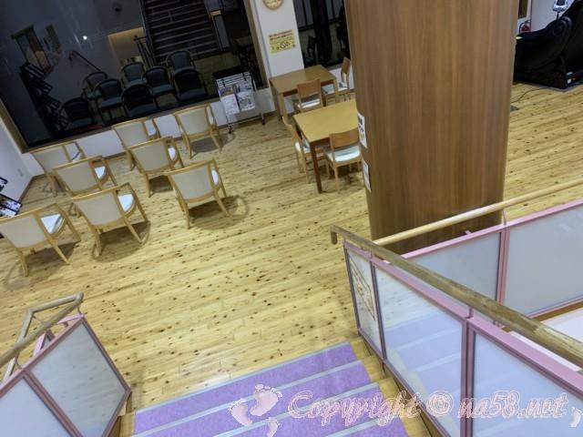 稲武温泉「どんぐりの湯」(愛知県豊田市)中二階のラウンジ