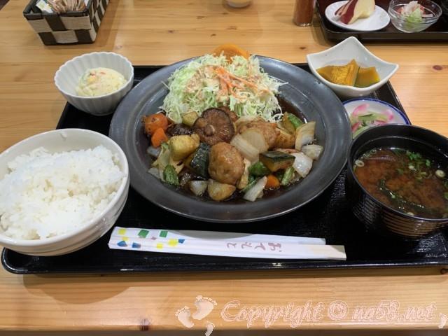 チョウザメ料理、チョウザメ定食(道の駅「グリーンポート宮嶋」)