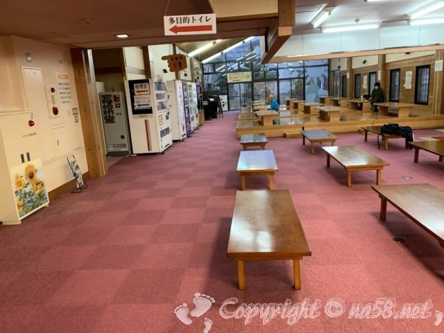 「信州平谷温泉ひまわりの湯」(長野県平谷村)食事処の休憩所