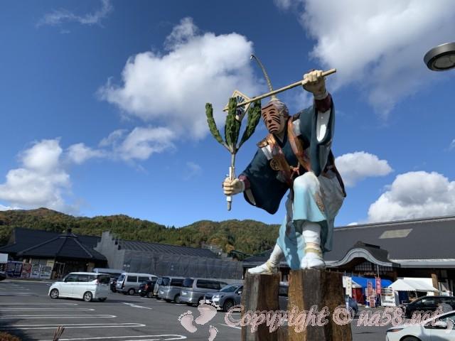 「道の駅 信州新野千石平」(長野県阿南町)の「幸法」のモニュメント
