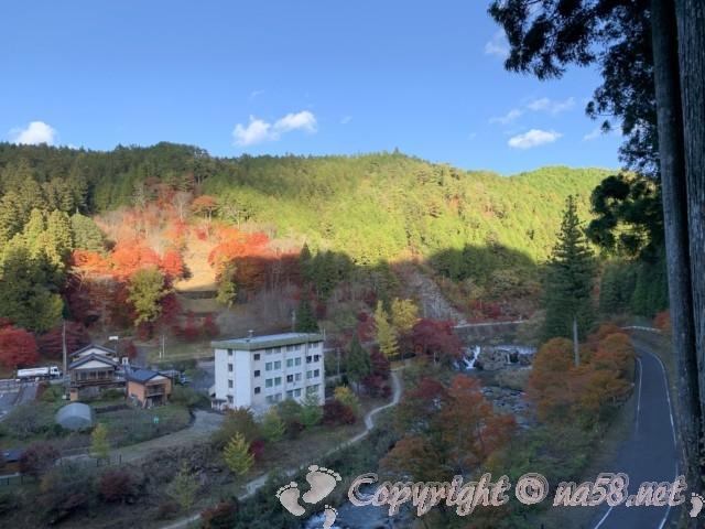 大井平公園(豊田市稲武町)の展望所からの風景、名倉川上流方向