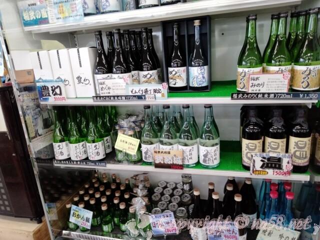 道の駅 どんぐりの里いなぶ 仮設店舗内  どんぐり横丁限定の日本酒など