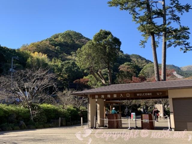 熱海梅園(静岡県熱海市)のもみじまつり、入場門