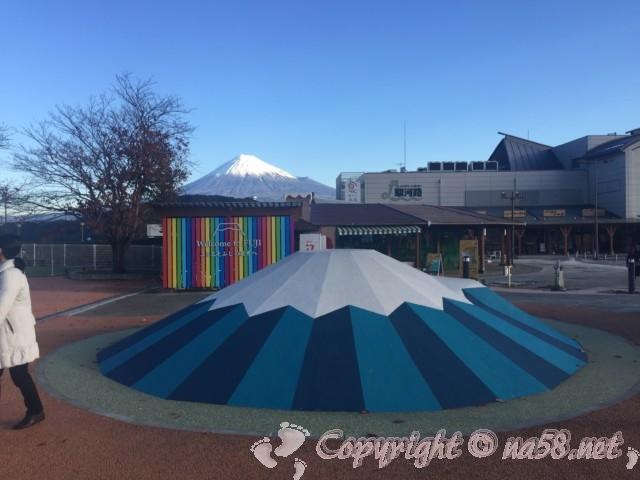 「道の駅富士川楽座」(静岡県富士市)富士山とモニュメント