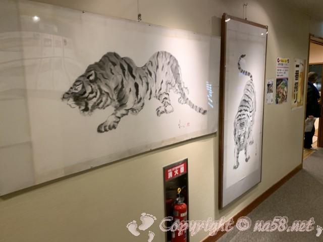川根温泉、ふれあいの泉、(静岡県島田市)施設内の廊下にあるトラの絵