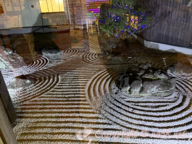 川根温泉、ふれあいの泉、(静岡県島田市)施設の中の枯山水の庭