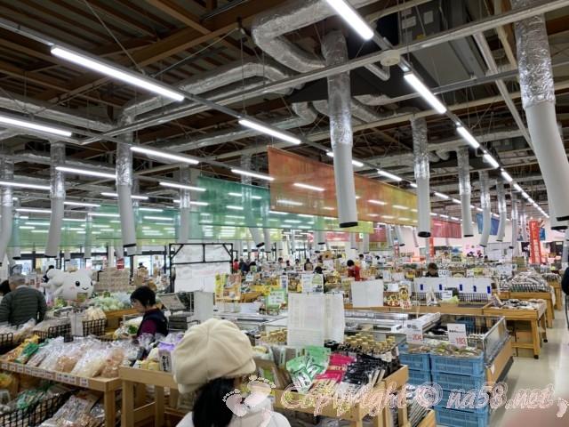「道の駅とよはし」愛知県豊橋市、あぐりパーク食彩館の館内