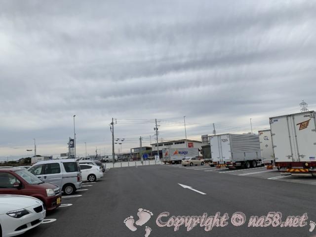 「道の駅とよはし」愛知県豊橋市、情報提供施設のある駐車場第一