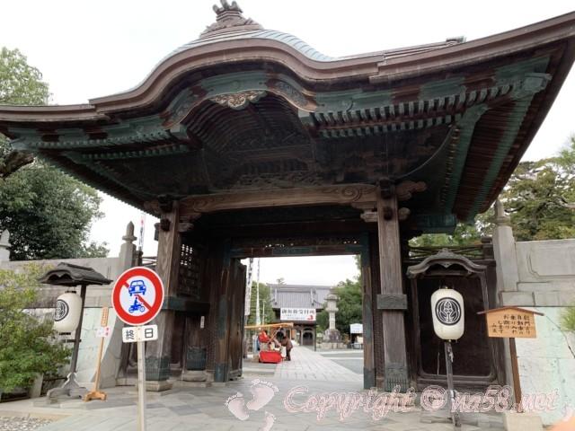 豊川稲荷、総門(愛知県豊川市)