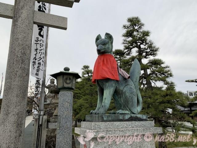 豊川稲荷、石の大鳥居とこまきつね(愛知県豊川市)