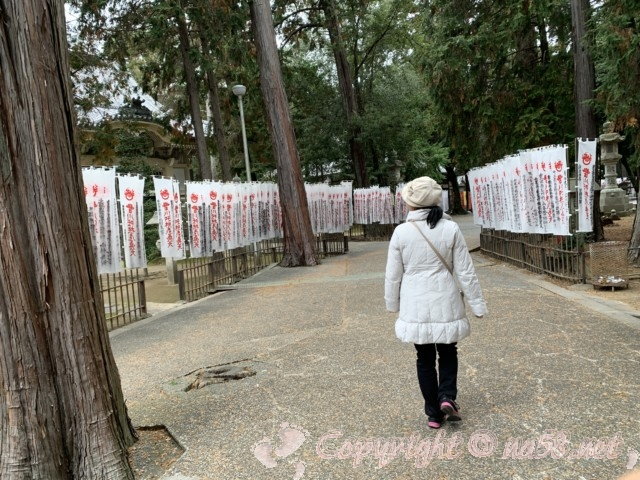 豊川稲荷(愛知県豊川市)本殿からきつね塚への道のぼりの数々