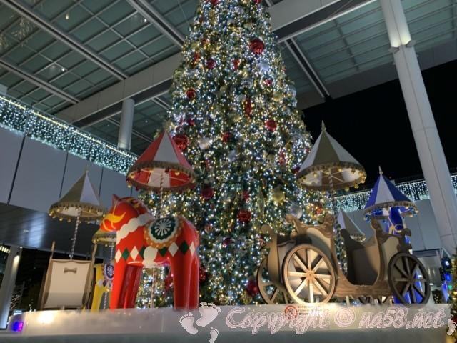 Jrセントラルタワーズ JR ゲートタワー(名古屋市)の巨大なクリスマスツリーとイルミネーション