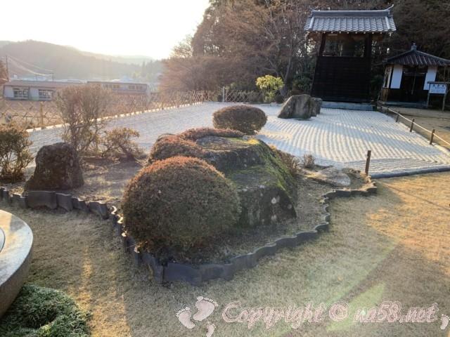 明智光秀公のお墓のある龍護寺(岐阜県恵那市明智町)の境内の枯山水の庭