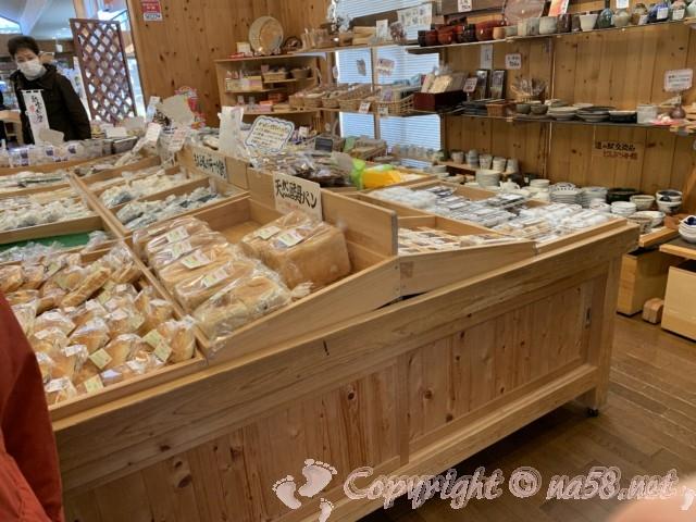 「道の駅おばあちゃん市・山岡」(岐阜県恵那市)販売所、野菜くだものパンなど