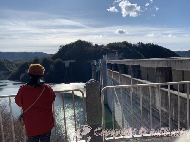 「道の駅おばあちゃん市・山岡」(岐阜県恵那市)と小里川ダムからの景色