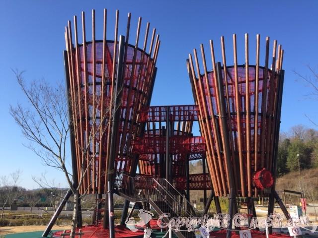 道の駅みのかも、ぎふ清流里山公園の入り口にある大型遊具「大樹」