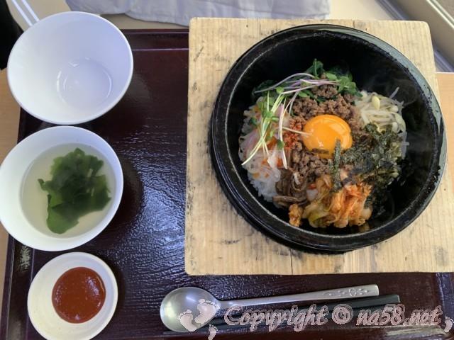 「湯の華食堂」(岐阜県可児市)の湯の華亭で特製石焼ビビンバ