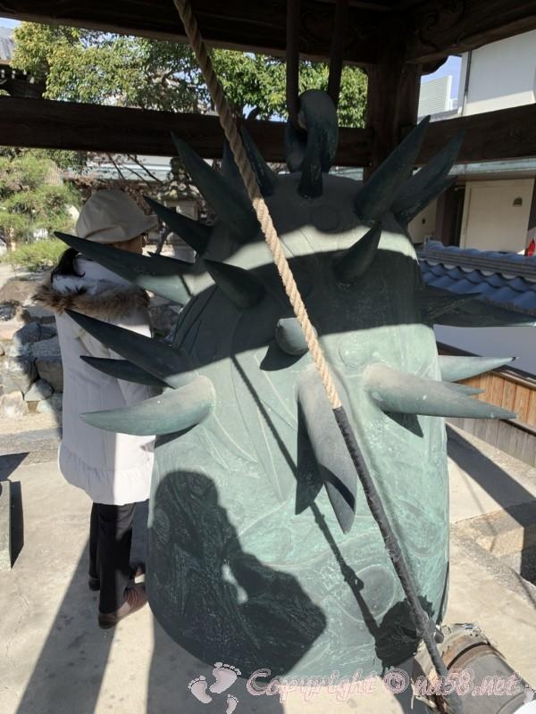 天長山久国寺(名古屋市北区)岡本太郎作の梵鐘