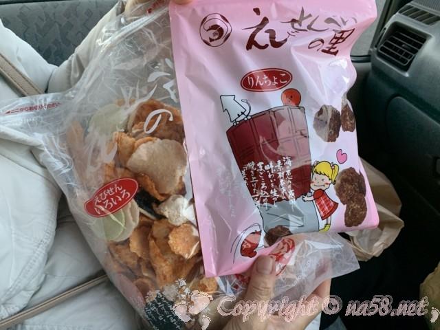 刈谷ハイウェイオアシス(愛知県刈谷市)の「えびせんべいの里」チョココーティングと色々入り