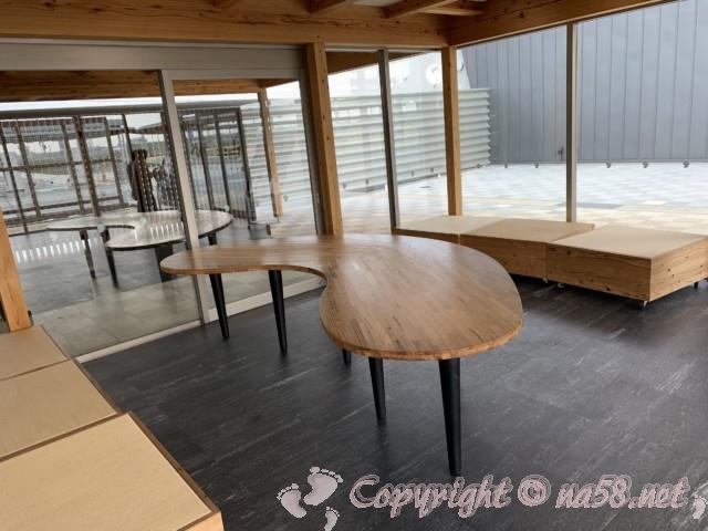 道の駅パレットピアおおの(岐阜県大野町)の観光案内所付近の休憩スペース