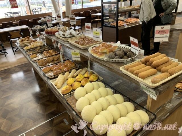 道の駅パレットピアおおののパン屋さん、商品の並んでいる様子