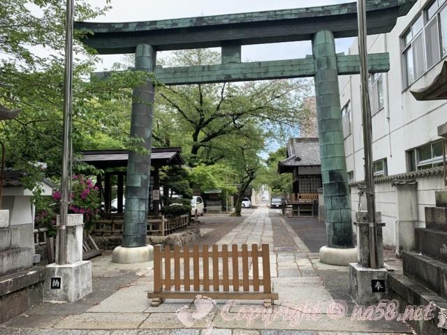 「名古屋東照宮」の大鳥居(名古屋市中区)