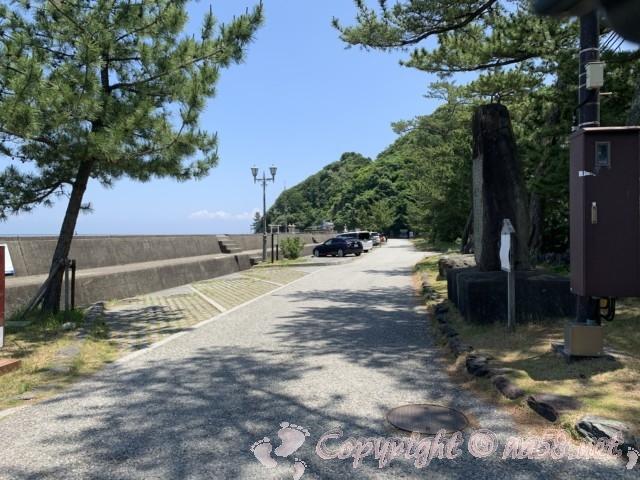 「二見興玉神社」(三重県伊勢市)、夫婦岩の西側にある無料駐車場