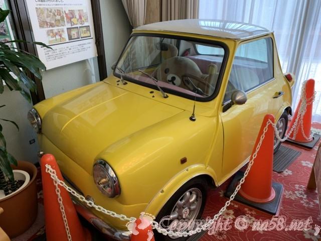 「ニューハートピア温泉ホテル長島」にある最小の普通乗用車ミニミニ2イエロー
