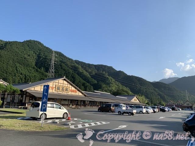 「道の駅飯高駅」(三重県松阪市)施設外観と駐車場