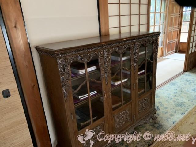 沼津御用邸記念公園内の「西付属邸」の謁見所の書棚