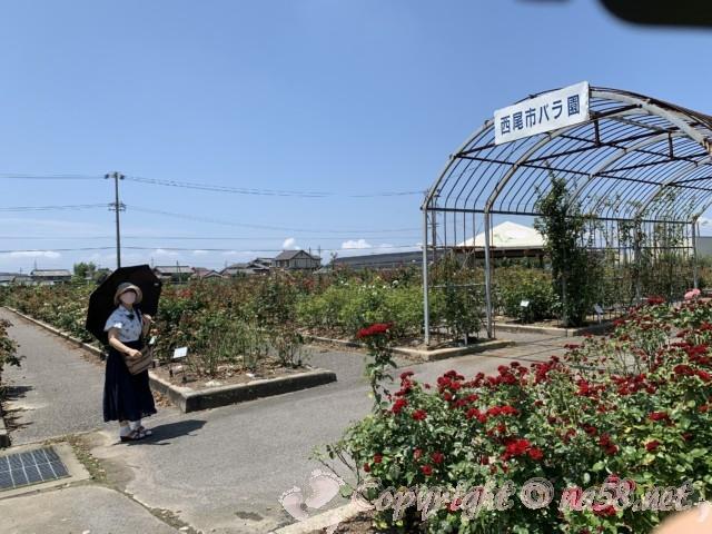 愛知県西尾市「憩いの農園・バラ園」のバラ園入り口ゲート