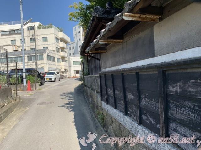西尾城下町・歴史小径、西尾病院そばの古い建築物