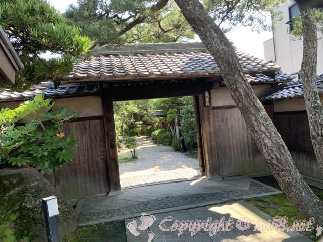 「尚古荘」(愛知県西尾市)の門入り口