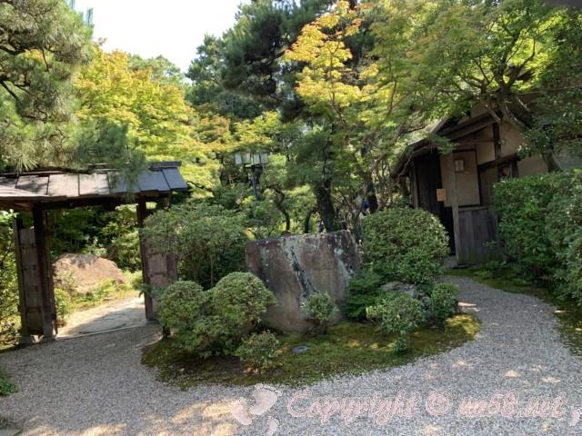 「尚古荘」の日本庭園