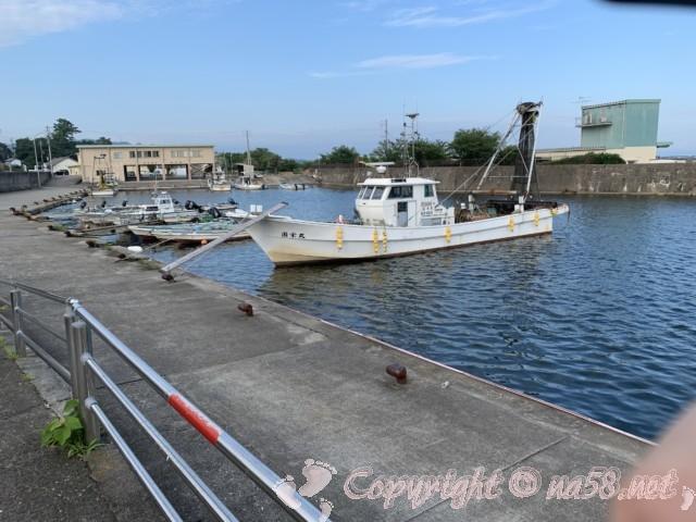 吉良ワイキキビーチ(恵比寿海水浴場)愛知県西尾市吉良町の東は船着き場と釣り場