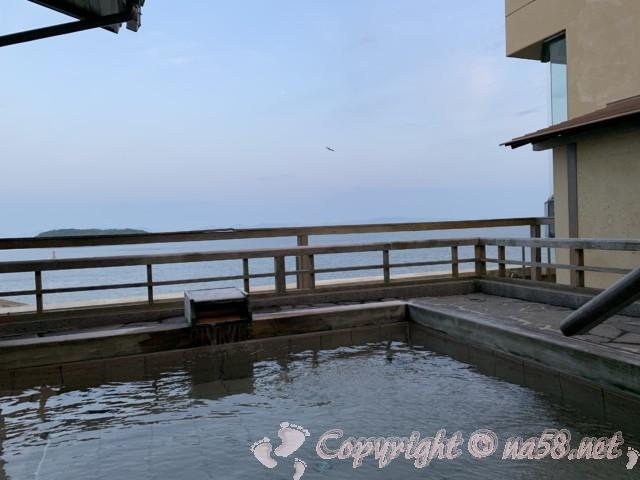 渚のリゾート「竜宮ホテル」(愛知県西尾市吉良町)の露天風呂、男湯、景観がよい