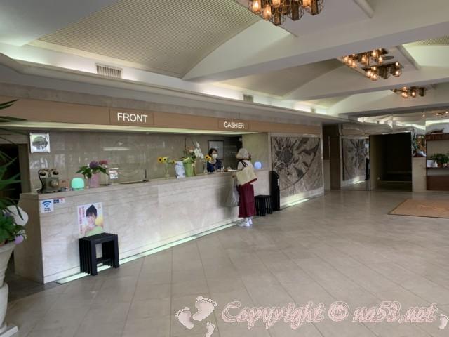 渚のリゾート「竜宮ホテル」(愛知県西尾市吉良町)のフロント