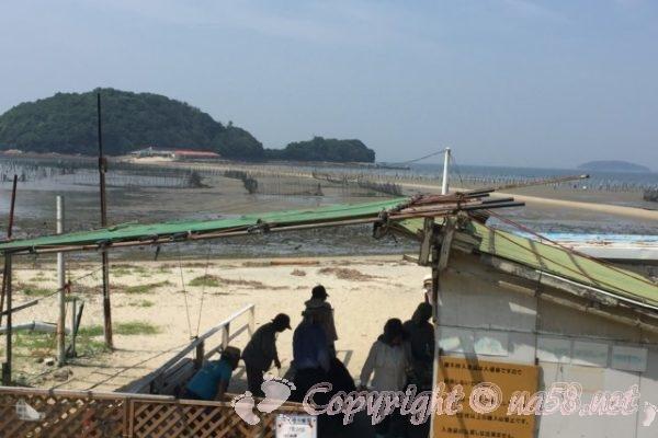 トンボロ干潟(愛知県西尾市東幡豆海岸)引き潮で前島までつながる