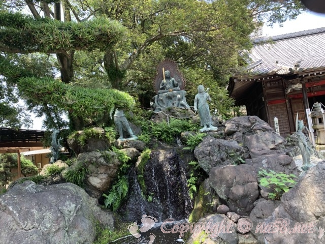 無量寺(ガン封じの寺)愛知県蒲郡市、境内の龍や滝